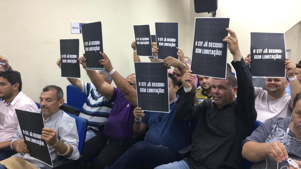 Protesto dos motoristas de aplicativo na Câmara de Natal — Foto: Heloísa Guimarães/Inter TV Cabugi