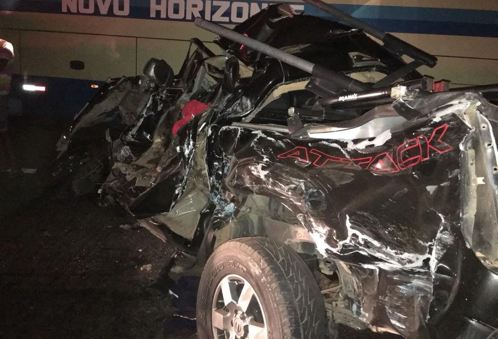 Acidente ocorreu na BR-242, na noite de sexta-feira (11) (Foto: Gazeta 5)