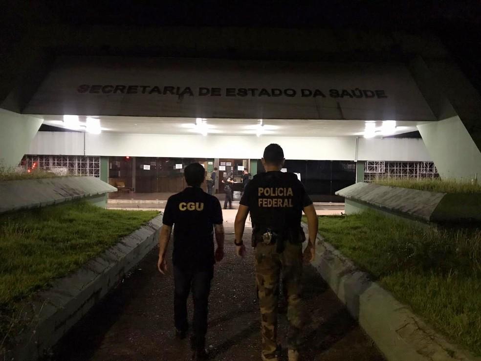 Agentes da PF e CGU durante operação na Secretaria de Saúde do Estado em 2020 — Foto: Polícia Federal/Divulgação