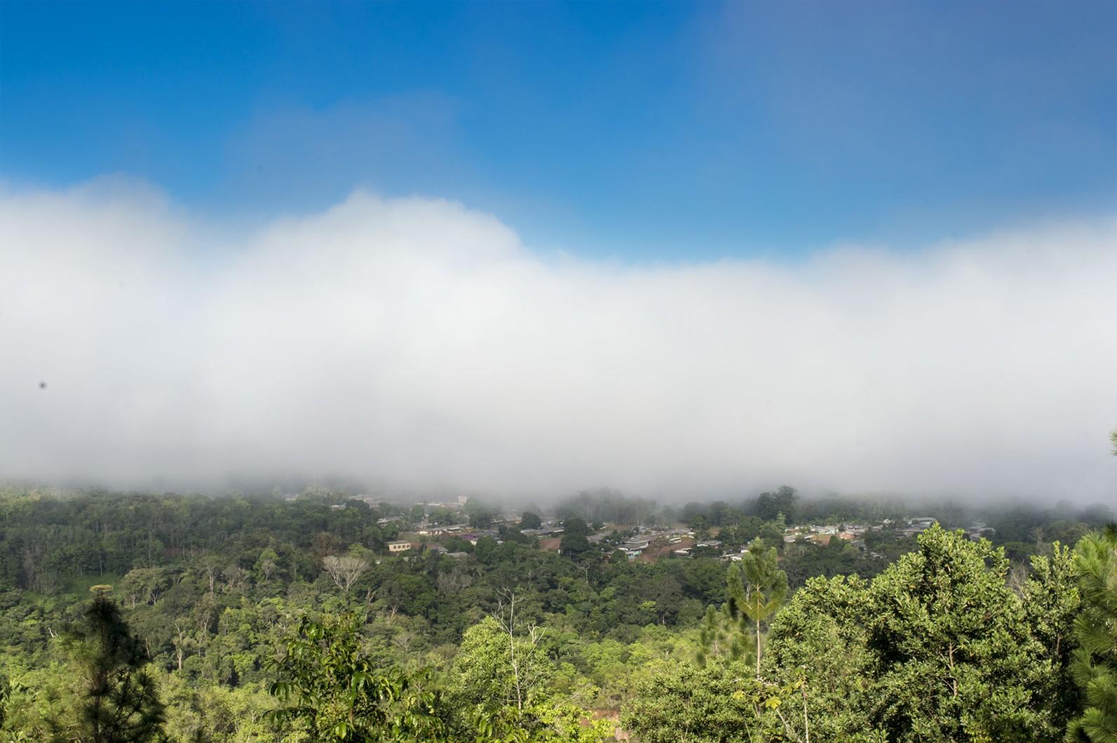 Internauta registra neblina em região serrana do AP durante verão amazônico