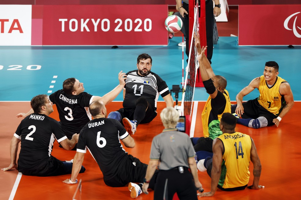 Brasil e Bósnia pela disputa de bronze no vôlei sentado masculino  — Foto: REUTERS/Issei Kato