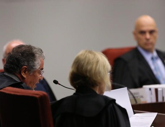 Ministros integrantes da Primeira Turma do STF, que recebeu denúncia contra o senador Aécio Neves por 5 votos a 0. Senador diz que é oportunidade de defesa (Foto: AILTON DE FREITAS/AGÊNCIA O GLOBO)