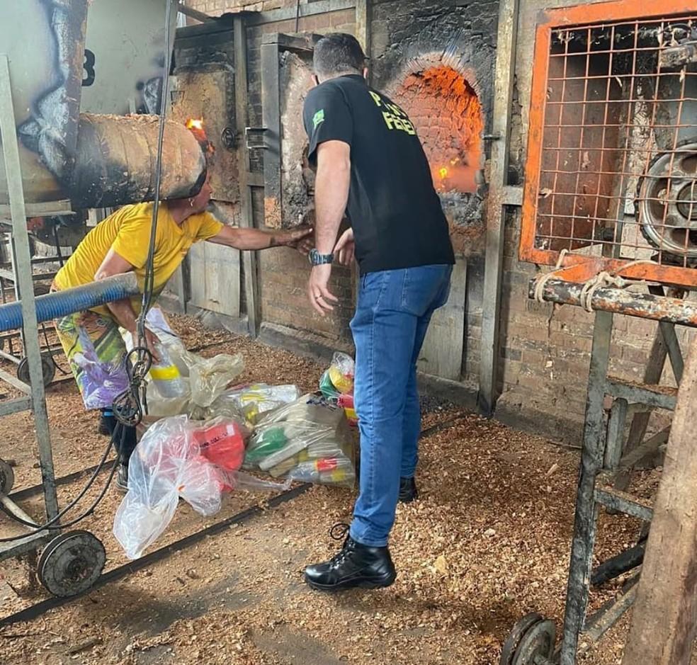 Cerca de 160 quilos de drogas são incinerados pela PF em Cruzeiro do Sul  — Foto: Nucom/PF-AC