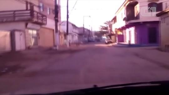 Comércio fecha e linhas de ônibus são alteradas em localidade de São Pedro da Aldeia, RJ, após morte de traficantes