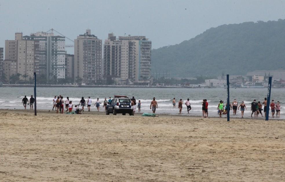 Praias registram movimento tranquilo na tarde deste sábado (18) em Santos, SP — Foto: Alex Ferraz/Jornal A Tribuna