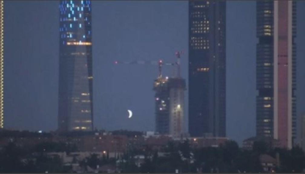 Eclipse visto em Madri — Foto: Ruptly