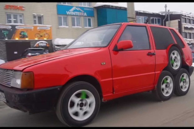 Russian mechanics put eight wheels on a Fiat Uno (because yes)