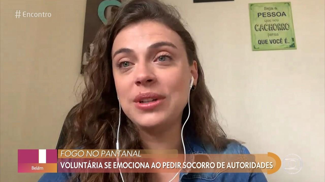 Voluntária se emociona ao pedir socorro de autoridades para o fogo no Pantanal