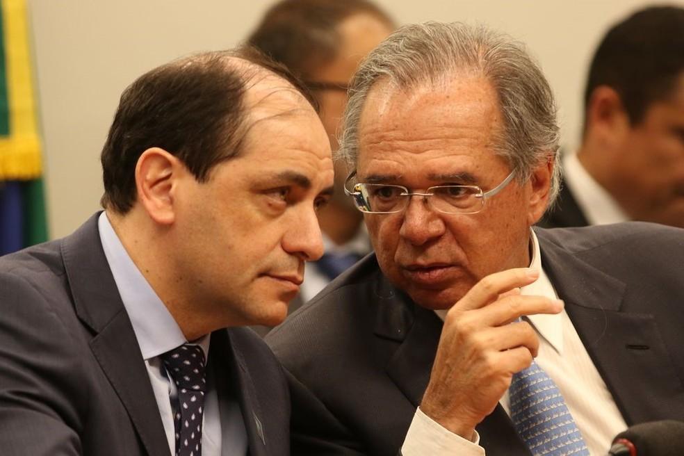O secretário Waldery Rodrigues (esq.) com o ministro Paulo Guedes, em maio, durante audiência pública na Comissão Mista de Orçamento sobre o projeto de Lei de Diretrizes Orçamentarias (LDO) 2020. — Foto: Fabio Rodrigues Pozzebom / Agência Brasil