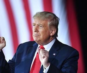 Nos EUA, Trump anuncia planos de nova rede social, a 'TRUTH Social'
