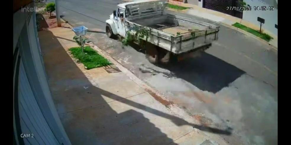 Caminhonete contratada para retirar betoneira de obra de condomínio — Foto: Polícia Civil/Divulgação