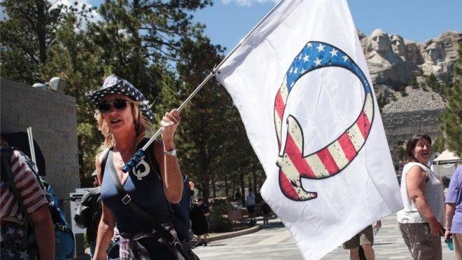 QAnon: Twitter elimina contas de grupo que propaga teoria de conspiração nos EUA