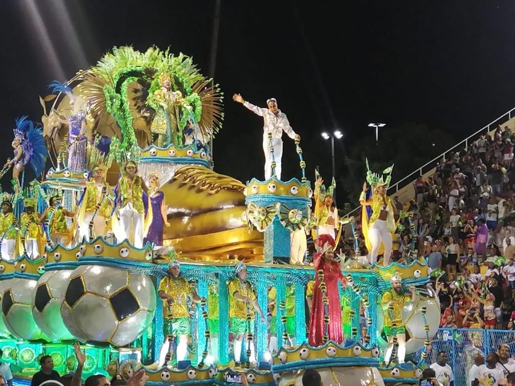 Marta desfila na Sapucaí — Foto: Fernanda Berlinck/G1