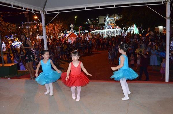 Balé e aula de zumba fazem parte da programação do 'Natal de Luz' em Rolim de Moura, RO