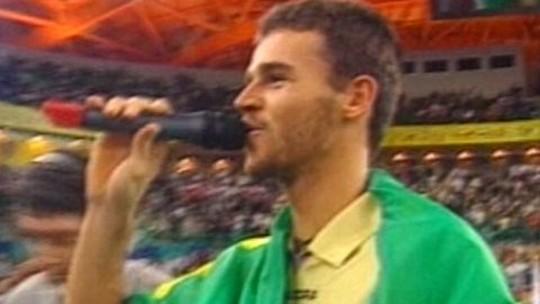 Homenageado nesta edição, Guga leva troféu a Zverev e relembra título que o levou ao nº 1 em 2000
