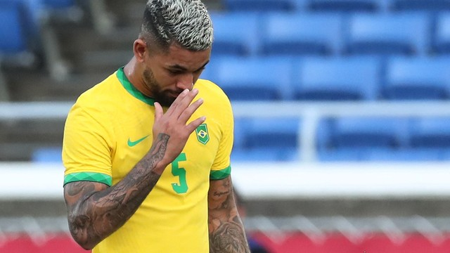 Douglas Luiz foi expulso na partida entre Brasil x Costa do Marfim