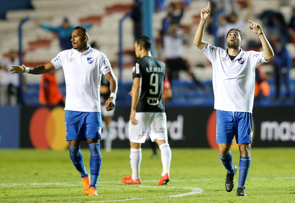 Com o time mal ofensivamente, Ricardo Oliveira passou em branco mais uma vez — Foto: REUTERS/Andres Stapff