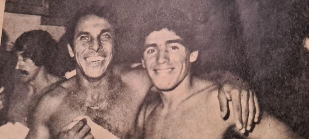 André Catimba e Maradona no Argentinos Juniors — Foto: Arquivo pessoal