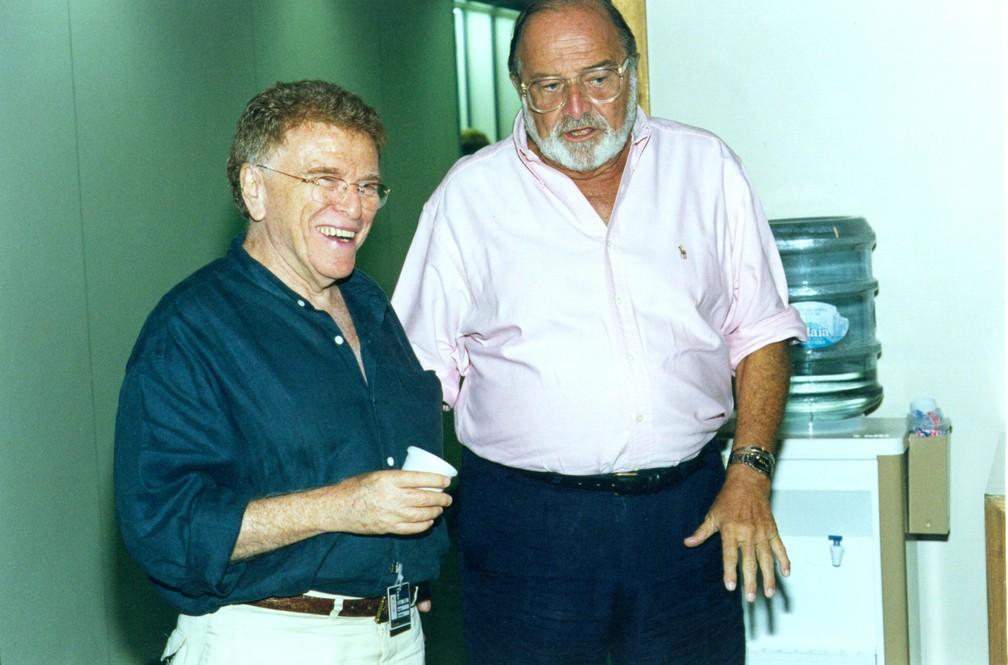 Maurício Sherman ao lado do diretor Carlos Manga — Foto: Acervo / TV Globo
