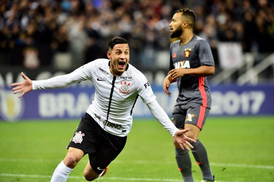 Corinthians bate Sport, fecha turno quase perfeito e segue colecionando recordes