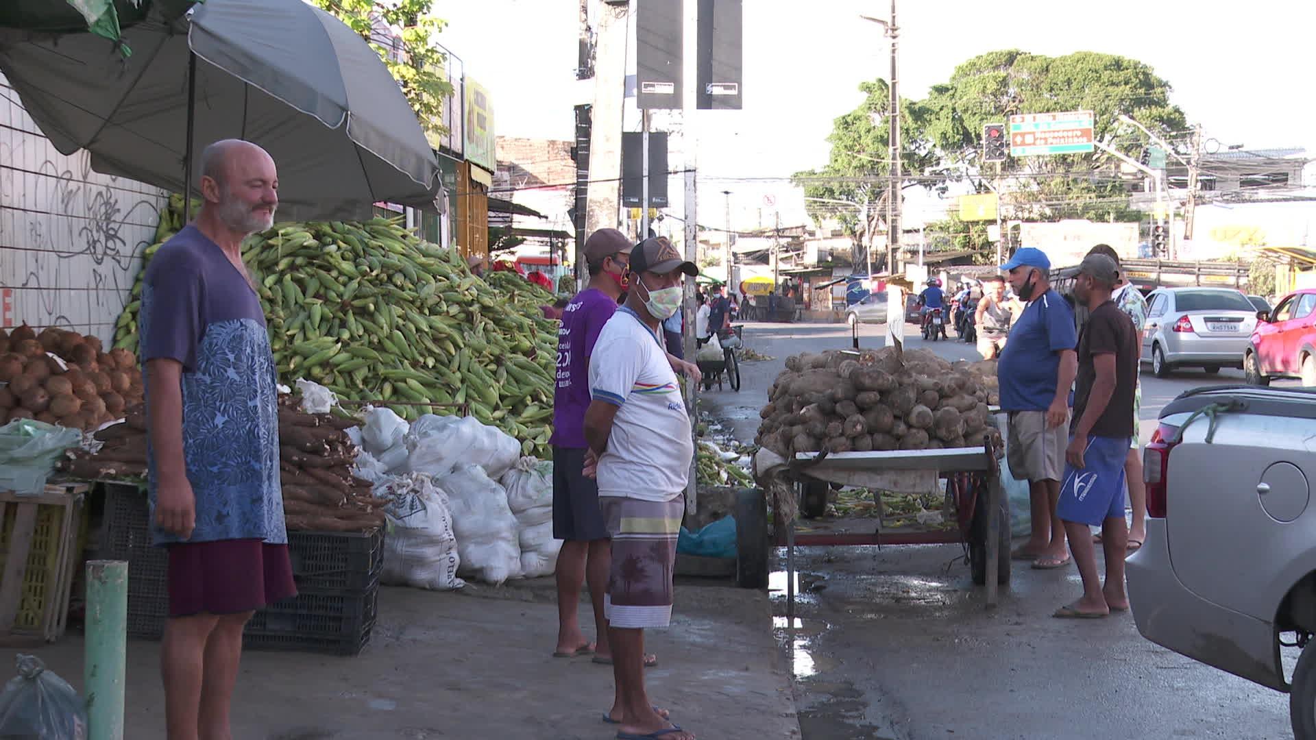 Criado para evitar aglomeração perto do São João, 'corredor do milho' tem pessoas sem máscara em Olinda