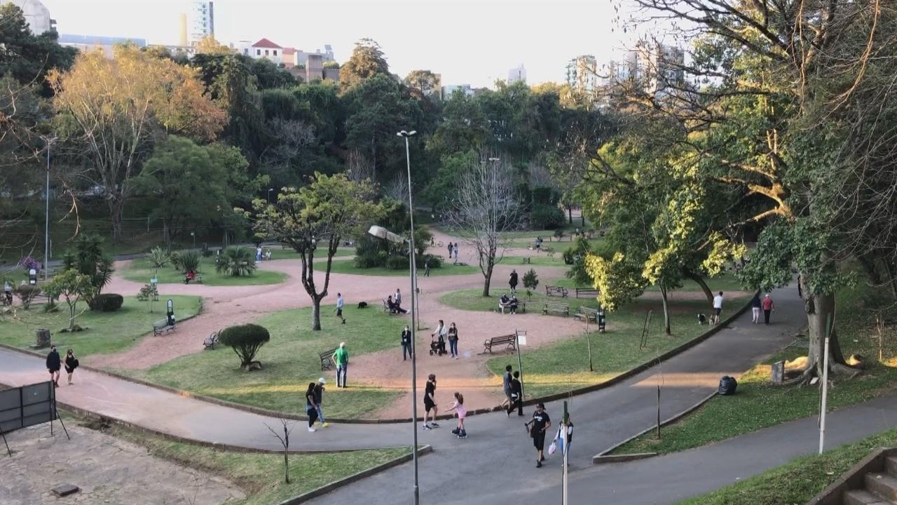 Equipes de fiscalização flagram mais de 2,5 mil pessoas em praças e parques de Caxias do Sul