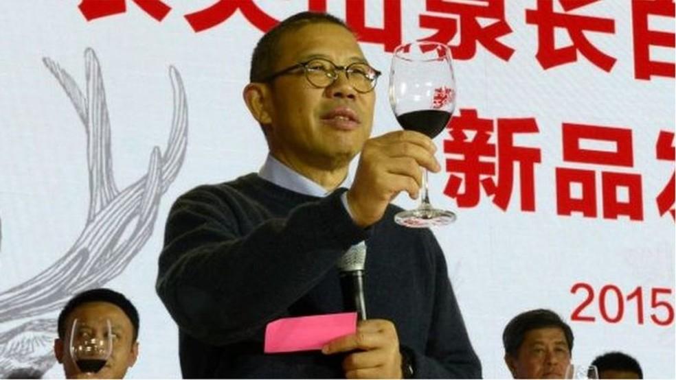 Zhong Shanshan, criador e proprietário de uma empresa de água engarrafada chamada Nongfu Spring — Foto: Getty Images via BBC