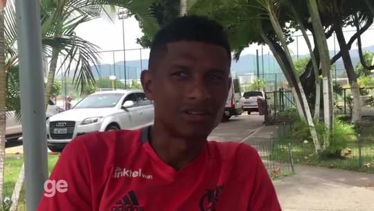 Márcio Araújo celebra novo contrato  e evita desabafo no Fla: ''Tiro de letra''