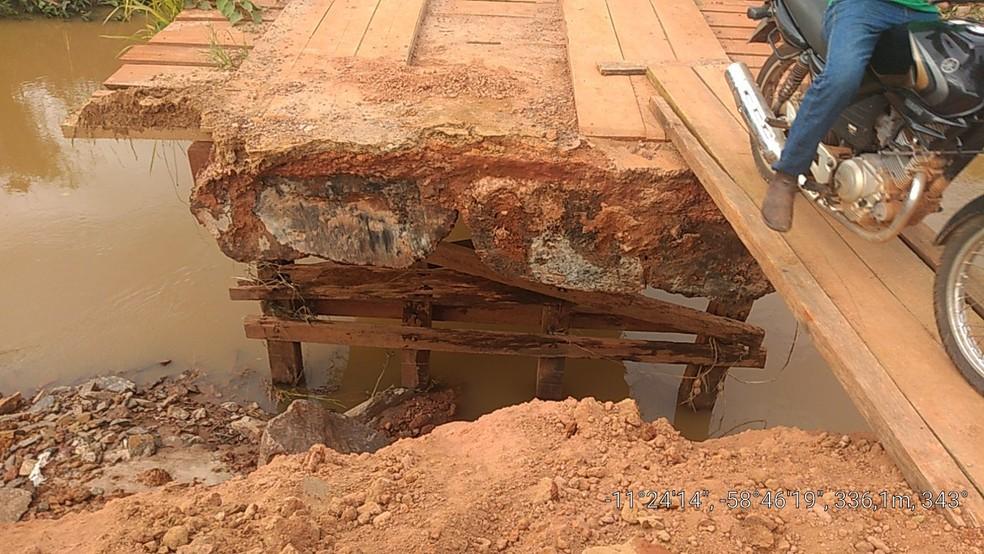 Pontes foram destruídas durante a enchente — Foto: Prefeitura de Juína/Divulgação