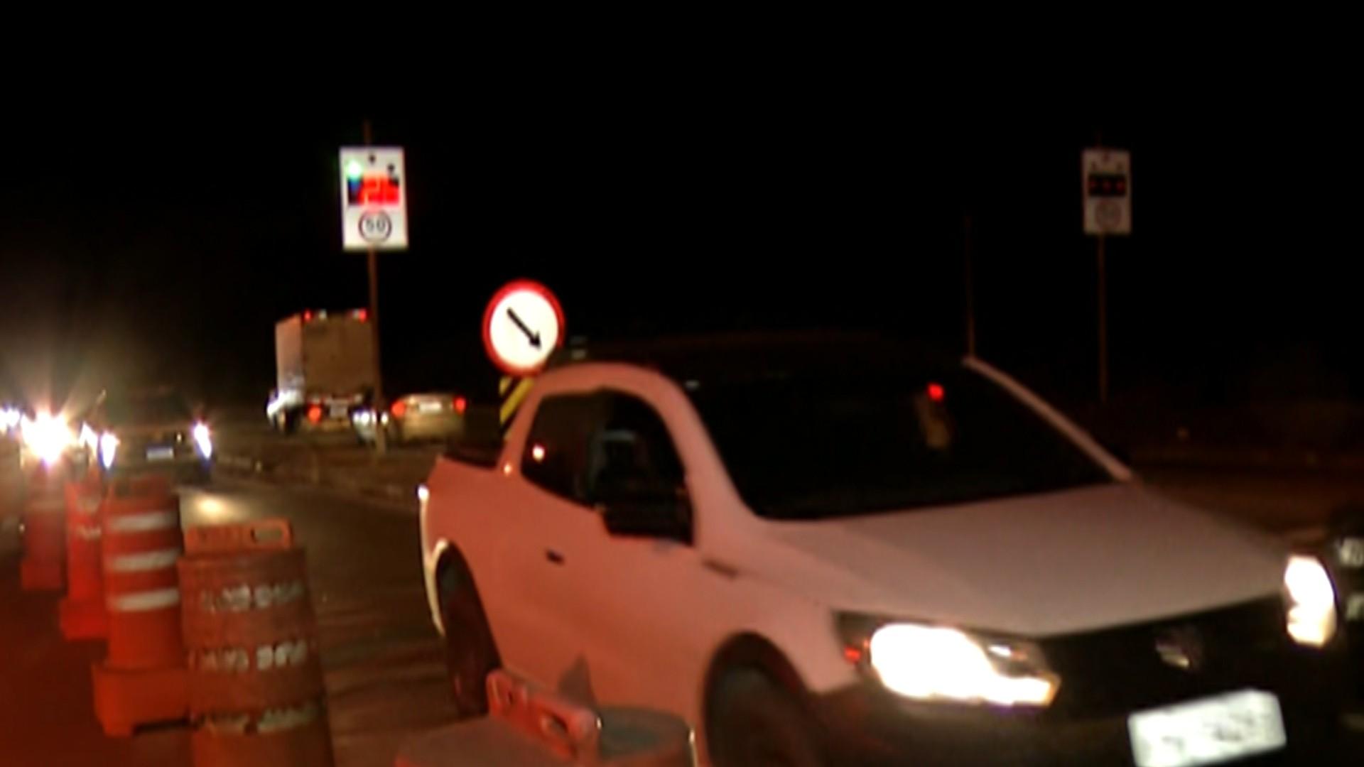 Tráfego permanece intenso na Mogi-Bertioga e tempo de viagem ultrapassa uma hora, segundo DER