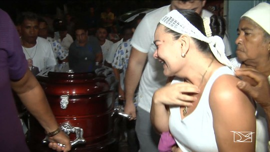 Velório de Bita do Barão no Maranhão é marcado pela emoção
