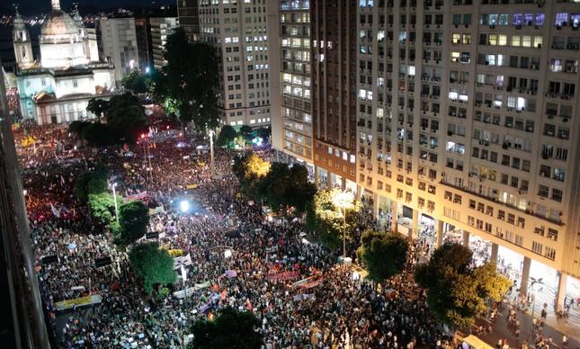 Manifestação contra os cortes na educação toma o centro do Rio