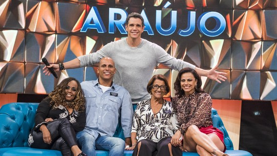 Viviane Araújo lembra juventude e entrega: 'Namorava escondido'
