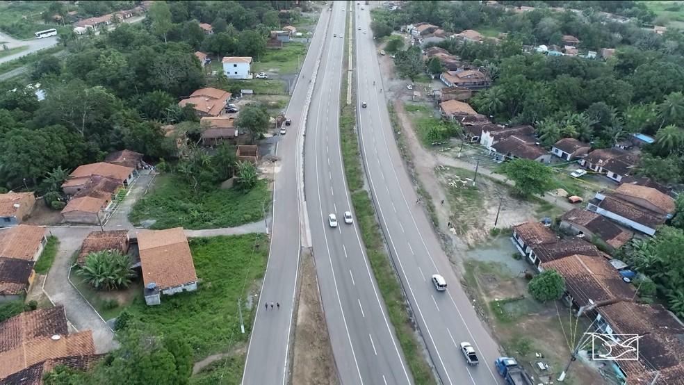 Duplicação da BR-135 vai permanecer embargada nos trechos entre Santa Rita e Itapecuru Mirim (Foto: Reprodução/TV Mirante)