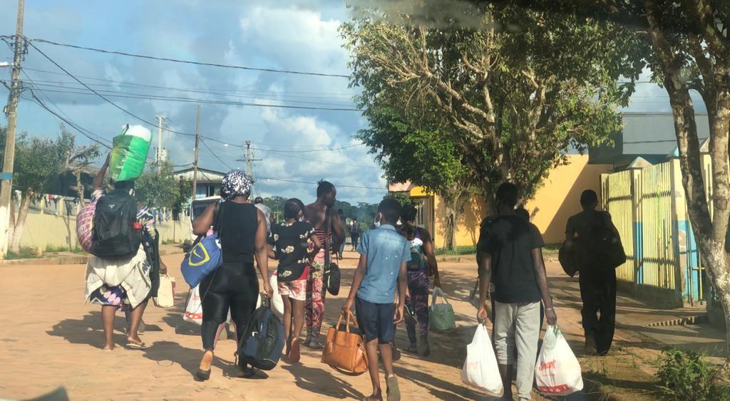 Com mais de 300 imigrantes retidos na fronteira do Acre com Peru, prefeitura inicia testagem para Covid-19