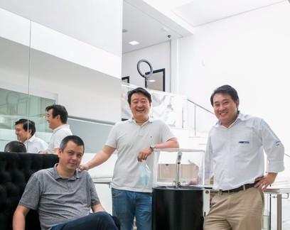 Amigos criam máquina de higienização para competir com álcool em gel