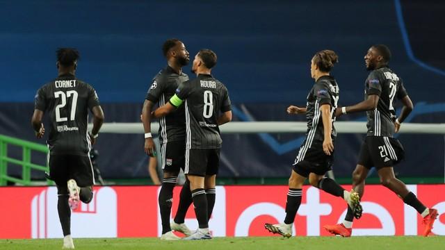 Dembélé foi decisivo: saiu do banco e marcou dois gols para o Lyon