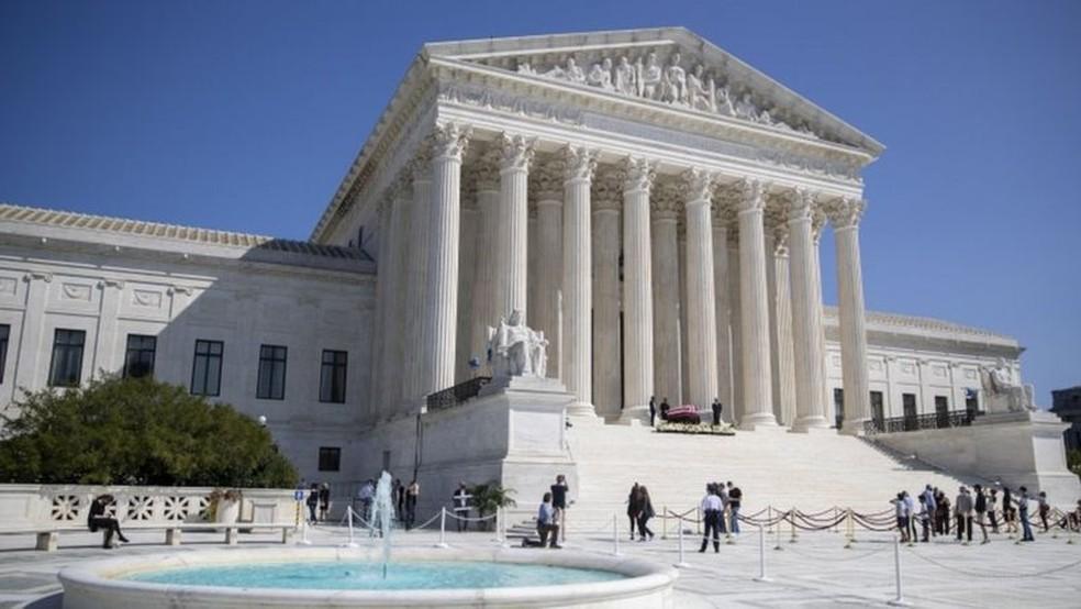 Corte tinha 4 juízes liberais e 5 conservadores; agora, caso Trump consiga indicar um substituto para Ruth Bader Ginsburg, número de conservadores poderá subir para 6 — Foto: EPA/BBC
