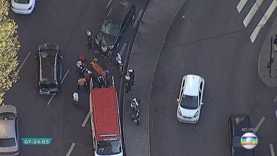 Belo Horizonte - 7h30: Acidente prejudica o trânsito no Centro da capital