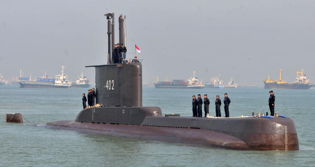 Foto do submarino KRI Nanggala-402, da Marinha da Indonésia, tirada em 6 de fevereiro de 2012 em Surabaya, na província de East Java — Foto: M Risyal Hidayat/Antara Photo via Reuters