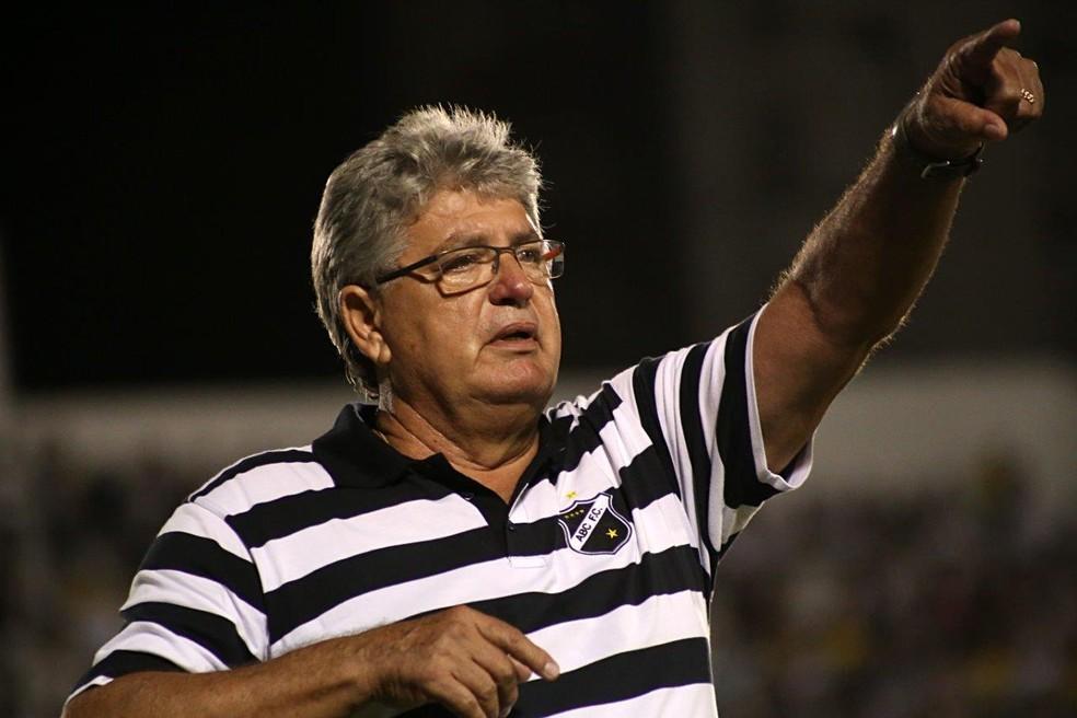 Geninho, no ABC, último trabalho do treinador (Foto: Frankie Marcone/ABC)