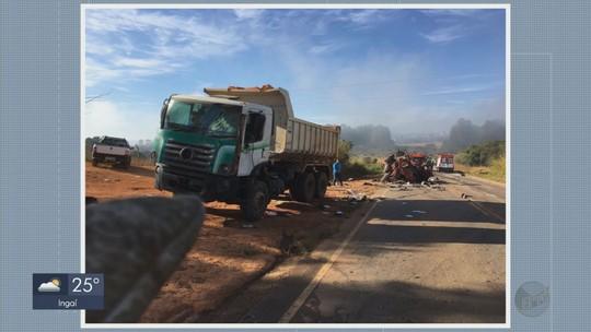 Caminhoneiro morre e três ficam feridos em acidente entre 4 caminhões e 2 carros em MG