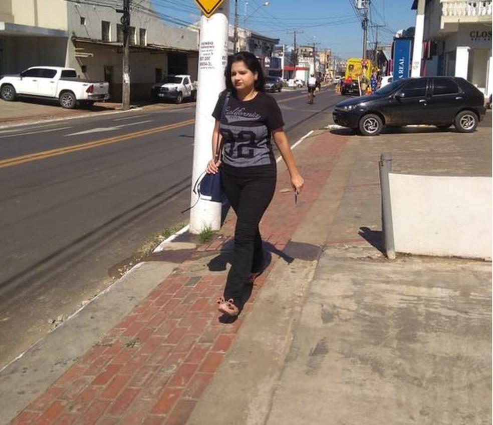 Peregrinação Ana Karoliny à procura de emprego na capital acreana começa cedo — Foto: Alcinete Gadelha/G1