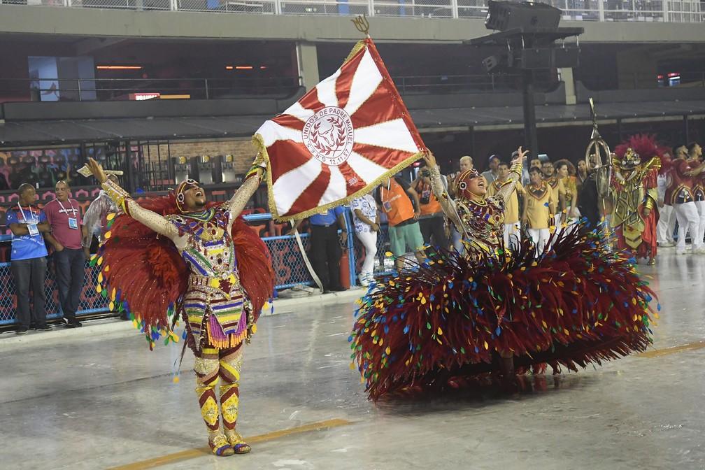 Primeiro casal de porta-bandeira e mestre-sala da Unidos de Padre Miguel — Foto: Alexandre Durão/G1