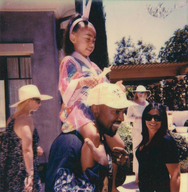 North e Kanye em postagem de Kim Kardashian no dia dos pais americano (Foto: Reprodução/Instagram)