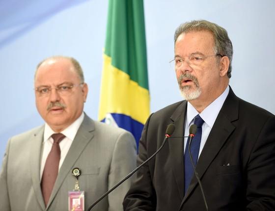 O ministro da defesa Raul Jungmann e o Chefe do Gabinete de Segurança Institucional, Sergio Etchegoyen (Foto:  EVARISTO SA/AFP)