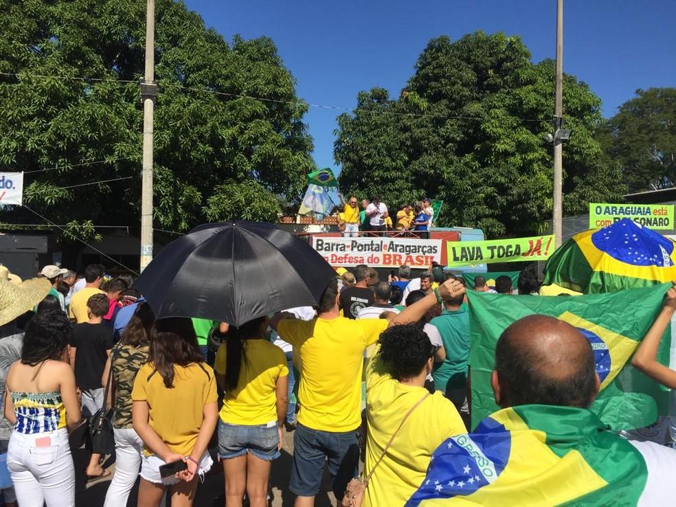 Protesto a favor de medidas propostas pelo governo federal em Barra do Garças. — Foto: Ivan de Jesus/Centro América FM