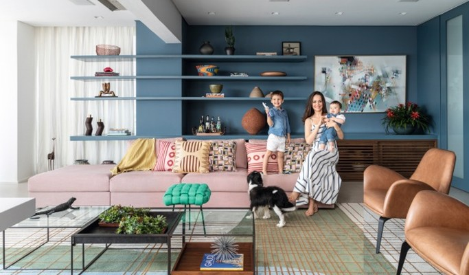 Projeto de dúplex de 344 m² renova os espaços com bastante azul