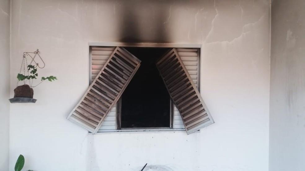 Casa pegou fogo em Avaré nesta segunda-feira — Foto: Arquivo Pessoal