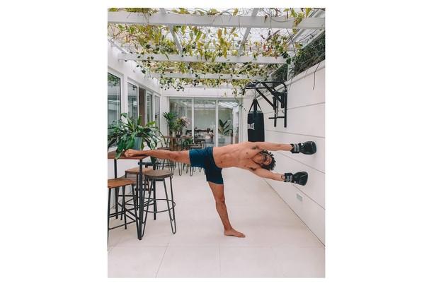 A área externa da casa também é usada por Sergio na hora de se exercitar (Foto: Reprodução)